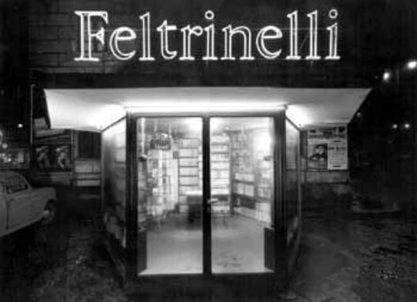 L'edicola libraria di Porta Ticinese a Milano.
