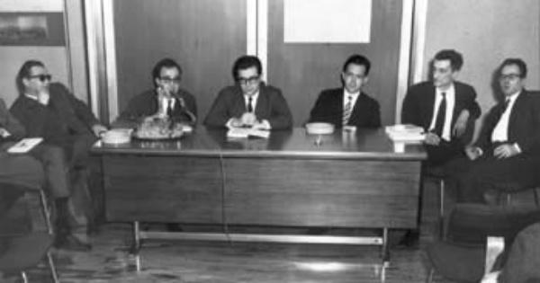 A Palermo nasce il Gruppo 63. Da sinistra: Elio Pagliarani, Vanni Scheiwiller, Umberto Eco, Nanni Balestrini, Edoardo Sanguineti, Alfredo Giuliani.